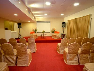 1438-Party and Meeting Hall for Rent in Rolla Sharjah - AED 700/