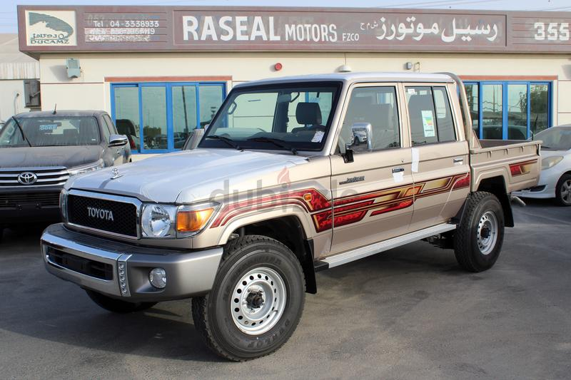 Toyota Land Cruiser Pickup 79-Series Double Cab 4 0L Petrol and 4 5L Diesel