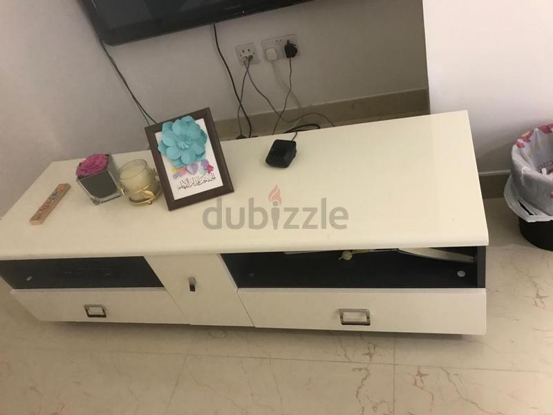 Tv table in perfect condition from Home Center