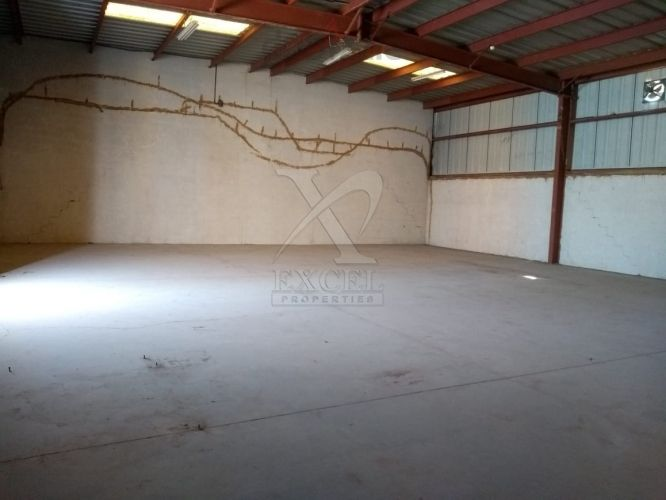 Commercial Warehouse with Fitted Office    Easy Access to Sheikh Zayed Road