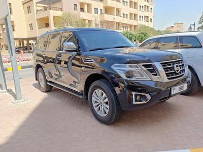 Nissan Patrol 2014 Sunroof and rear view camera
