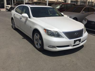 Lexus LS-Series 2009 Lexus LS460L white 2009 GCC / top of the rang...