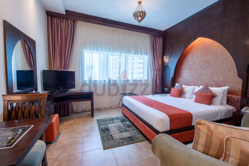 1 - Fully Furnished Classic Studio Suite In First Central Hotel :برشا هايتس صورة في عقار للإيجار