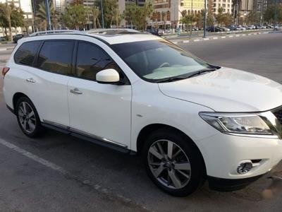 Nissan Pathfinder 2015 Nissan Pathfinder perfect condition, very low...