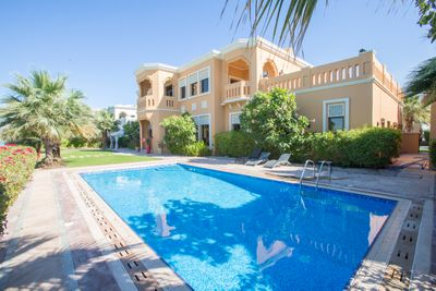 Property for Rent photos in Signature Villas Frond F: Prvt Pool  Beach in Luxury Palm Jumeirah Villa - 1