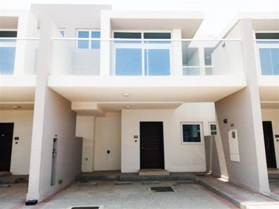 1 - Modern Living With A Natural Twist, 3BR Townhouse Vardon :Aknan Villas صورة في عقار للإيجار